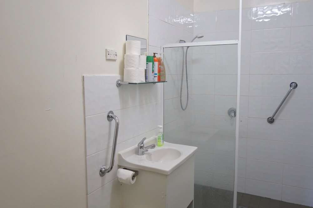 15 Room Boarding House for sale Newcastle Bathroom CST Properties